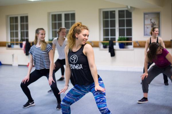 Mädchen beim HipHop Unterricht in der Tanzschule